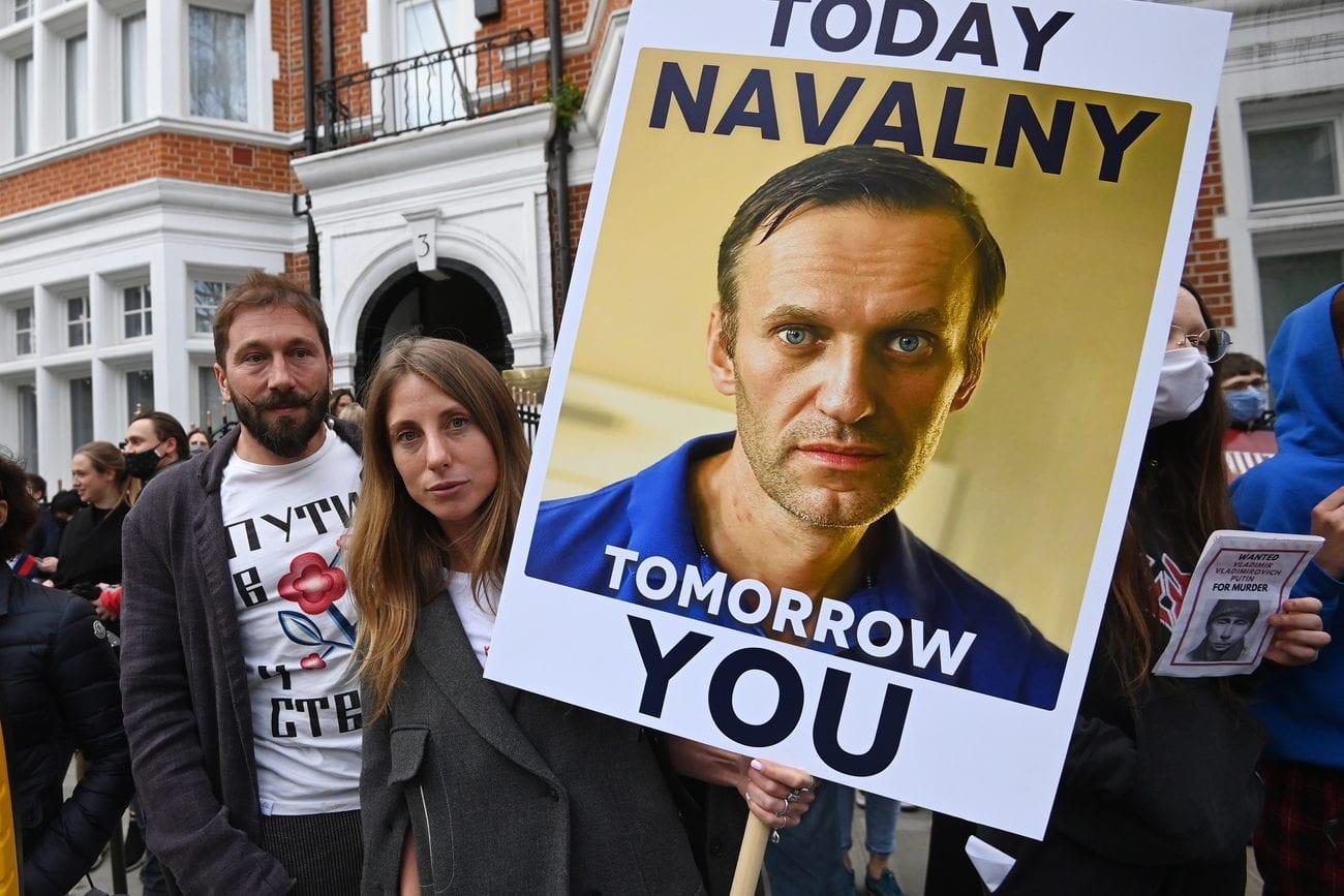L'opposant russe Alexeï Navalny poursuit sa lutte malgré la liquidation de ses organisations. [FACUNDO ARRIZABALAGA - EPA]