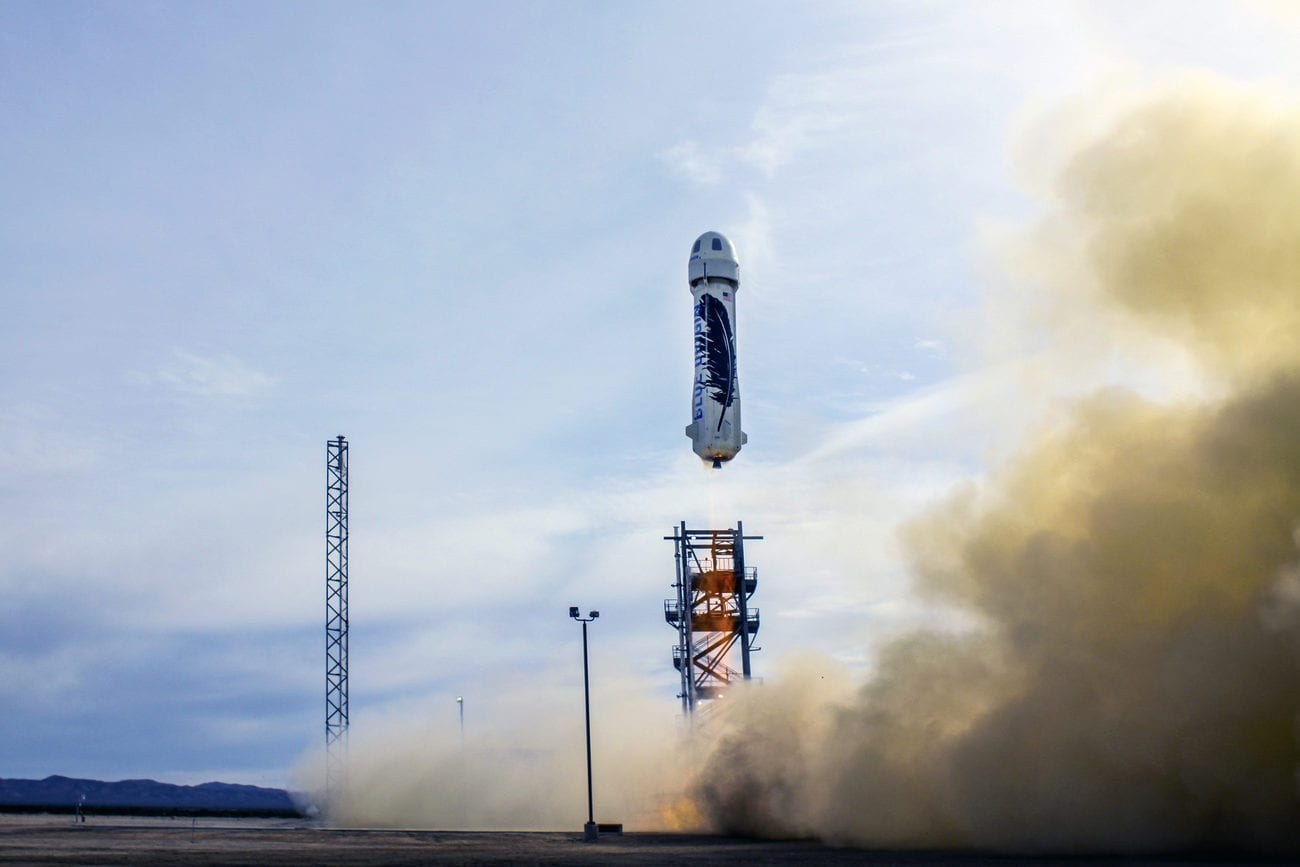 Une fusée Blue Orgin atterissant sur terre. [Blue Origin - AP]
