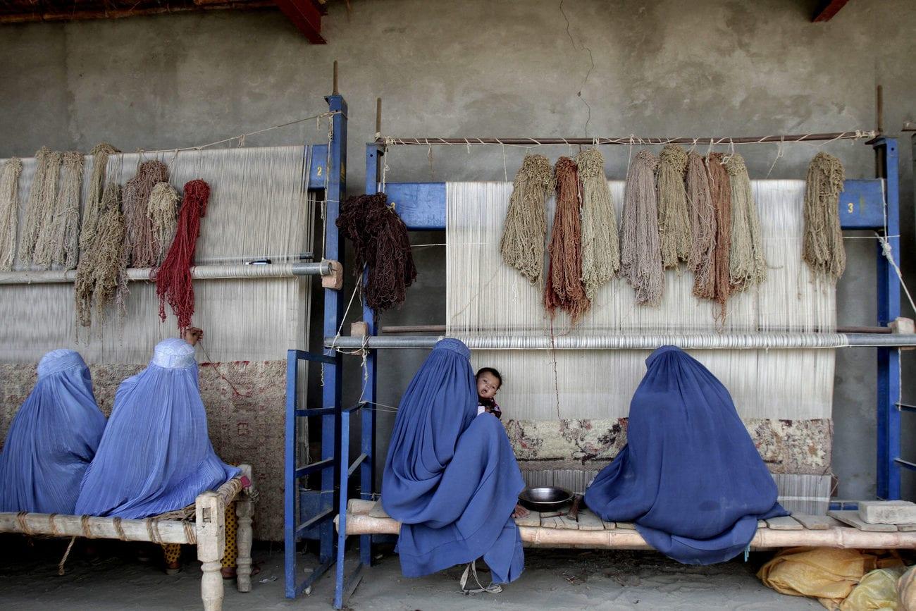 Beaucoup d'Afghanes redoutent un retour au régime imposé dans les années 1990 (image d'illustration). [Rahmat Gul - AP/Keystone]