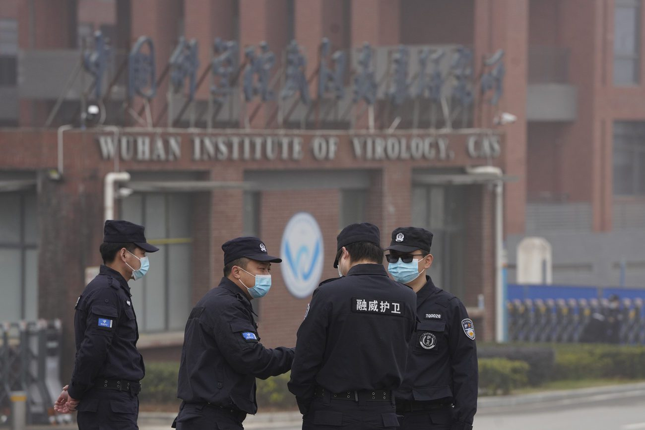 La Chine se défend de toute responsabilité d'un de ses laboratoires pour la propagation du virus du Covid-19 et critique à son tour un manque de transparence des Etats-Unis. [Ng Han Guan - Keystone]