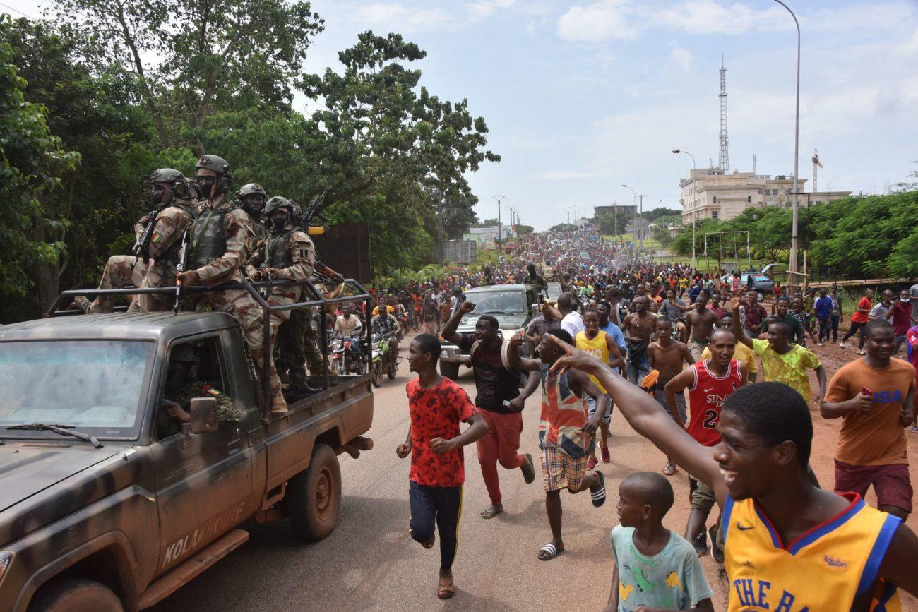 Les putschistes guinéens qui ont capturé le président Alpha Condé et annoncé la dissolution des institutions devraient en dire plus lundi sur leur plan de marche après un coup d'Etat largement condamné par la communauté internationale