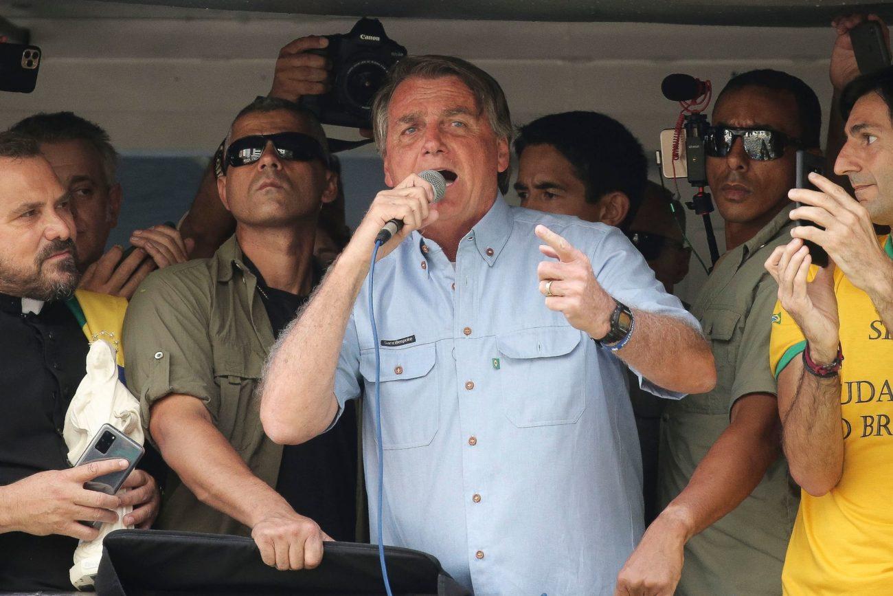 Le président brésilien Jair Bolsonaro adressant un discours à ses supporters à Sao Polo
