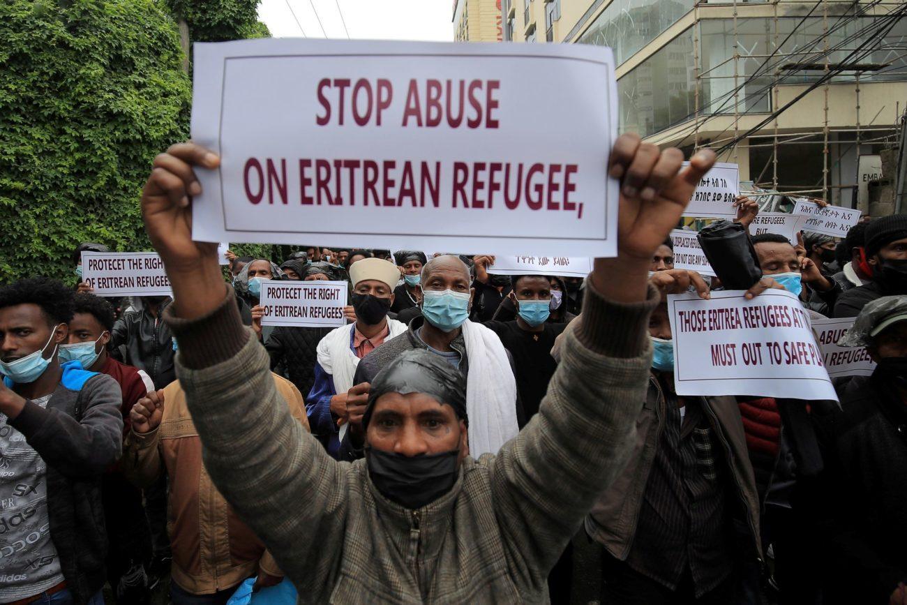 Des manifestants dénonçaient déjà en juillet les attaques contre les camps de Hitsats et Shimelba [Tiksa Negeri - REUTERS]