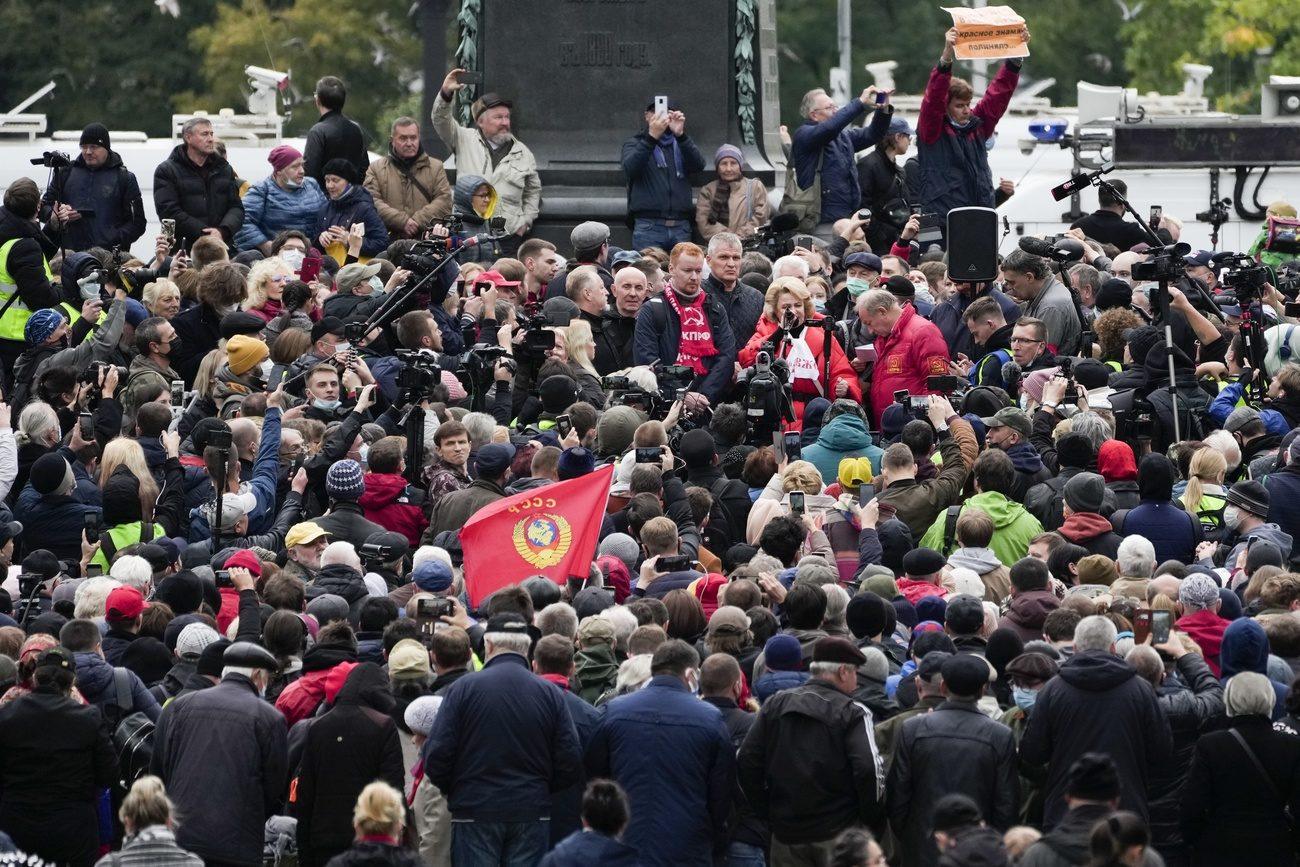 """L'opposition russe manifeste contre des fraudes """"colossales"""" aux législatives [Pavel Golovkin - AP Photo]"""
