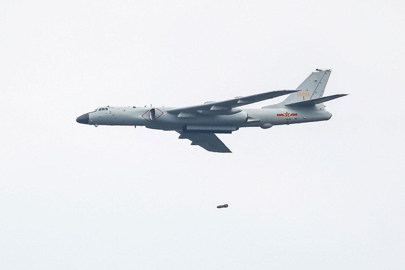 Un bombardier chinois Xian H-6 en démonstration en août 2021. [Maxim Shemetov - Reuters]