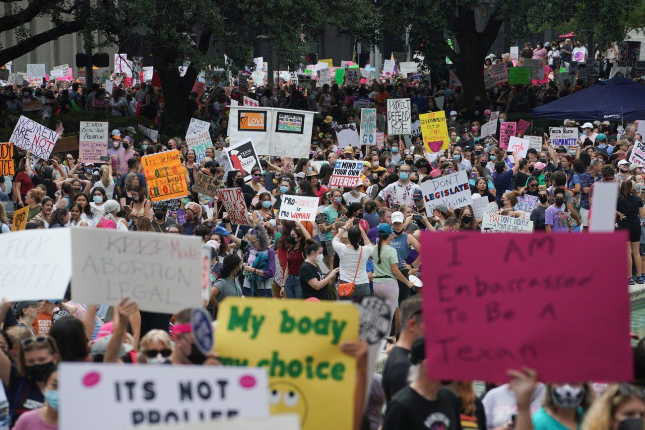 Des personnes défilent pour le droit à l'avortement à Houston au Texas. [Go Nakamura - Reuters]